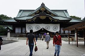 Kelvin到靖國神社參觀,除了他們之外,附近完全沒有中國人的蹤影。