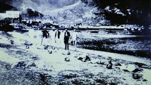 一九六三年南武號械劫案,一班犯人在九龍行劫英國人被捕。英政府與清廷協議,由清廷在九龍三家村處決劫犯,英國官員到場監察。(相片攝於香港懲教博物館內)
