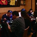 肖先生帶著全家人來品嘗麻辣香鍋,來自四川的太太直呼:「跟家鄉一模一樣!