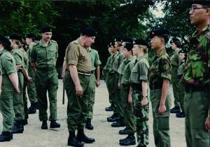 義勇軍少年團到英國交流,右方迷彩制服為義勇軍少年團的學員。(圖片由香港少年領袖團提供)