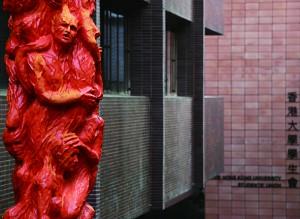 國殤之柱紀念六四亡魂,現矗立於香港大學黃克競樓平台。(葉倩如攝)