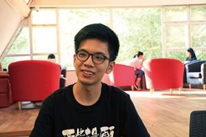 黃錦鵬坦言自己理科出身,即使平時有涉獵中國文化書本,仍要多花一個學期學習文學賞析的技巧和思維。(孫綺羚攝)