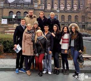 Kaspar(前排右四)說,在德國留學令 他認識到不同國籍的人(受訪者提供)