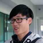 中文大學日本研究學系一年級生楊浩文起初不了解兩個諮詢方案,得知方案名字後則表示支持「有經濟需要」方案。 (呂少穎攝)