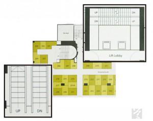 售樓書列明商場二樓有上落電梯(左下)及升降機大堂(右上),但現實是只有一條經常損壞的上行電梯。(陳曉樂攝)