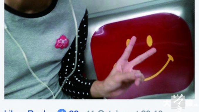 一班自稱「關愛座獵人」的網民,會刻意佔據港鐵車廂內的優先座並自拍上網,Jimmy亦是其中一員。(網上截圖)