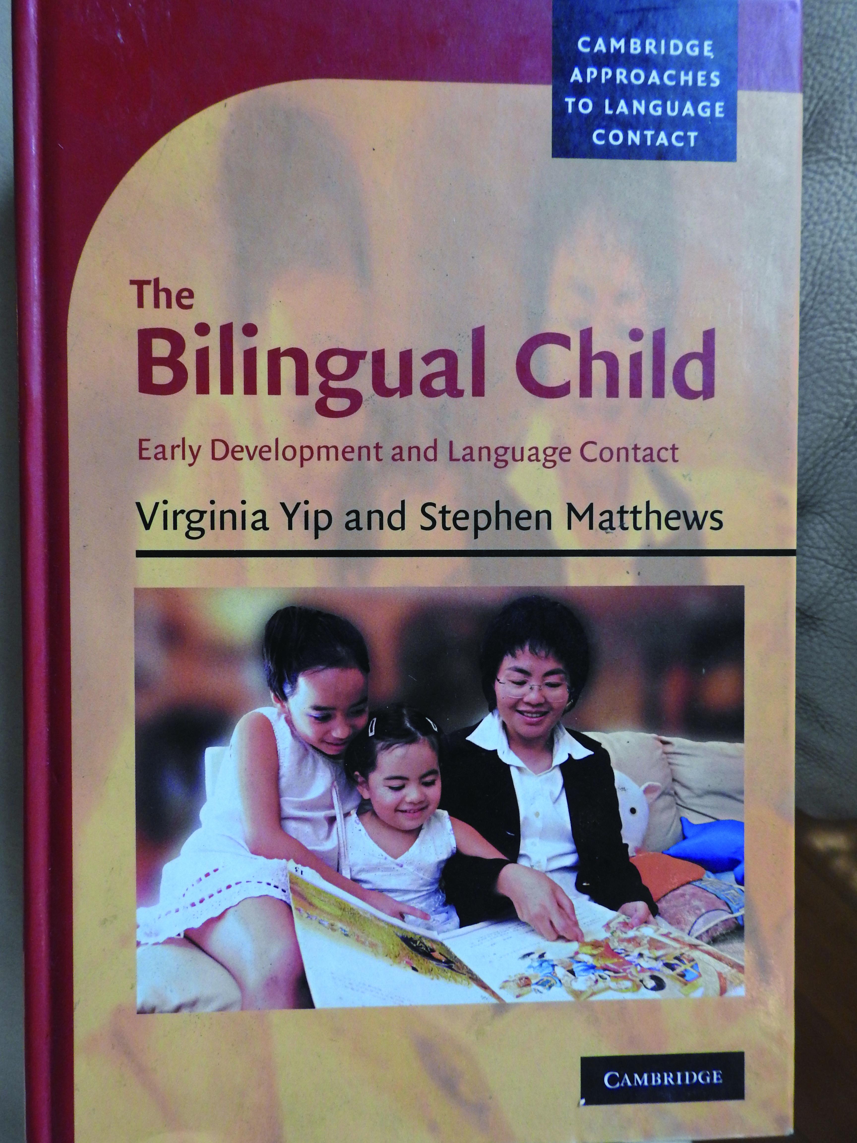 在馬詩帆與太太2007年的著作《Bilingual Child》上,是他們的女兒(左一及左二)。她們現在16歲及20歲,會說流利英語及廣東話。(黃俊浩攝)
