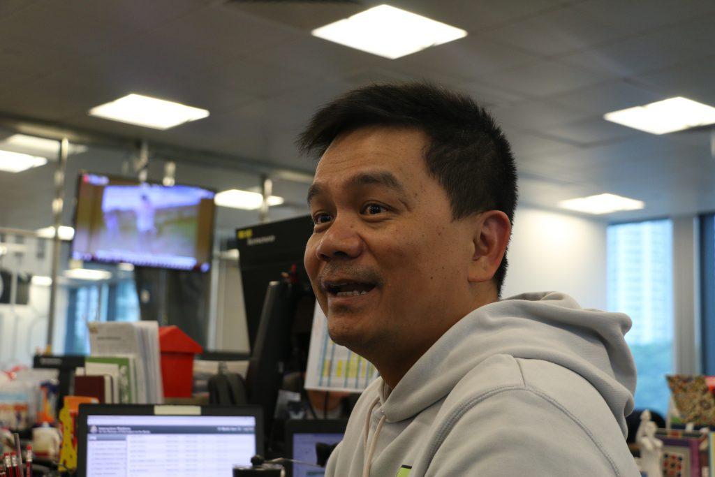 馮國良表示,受資源所限,《香港01》只會選取「報料」群組中較有價值的突發新聞。(唐立培攝)