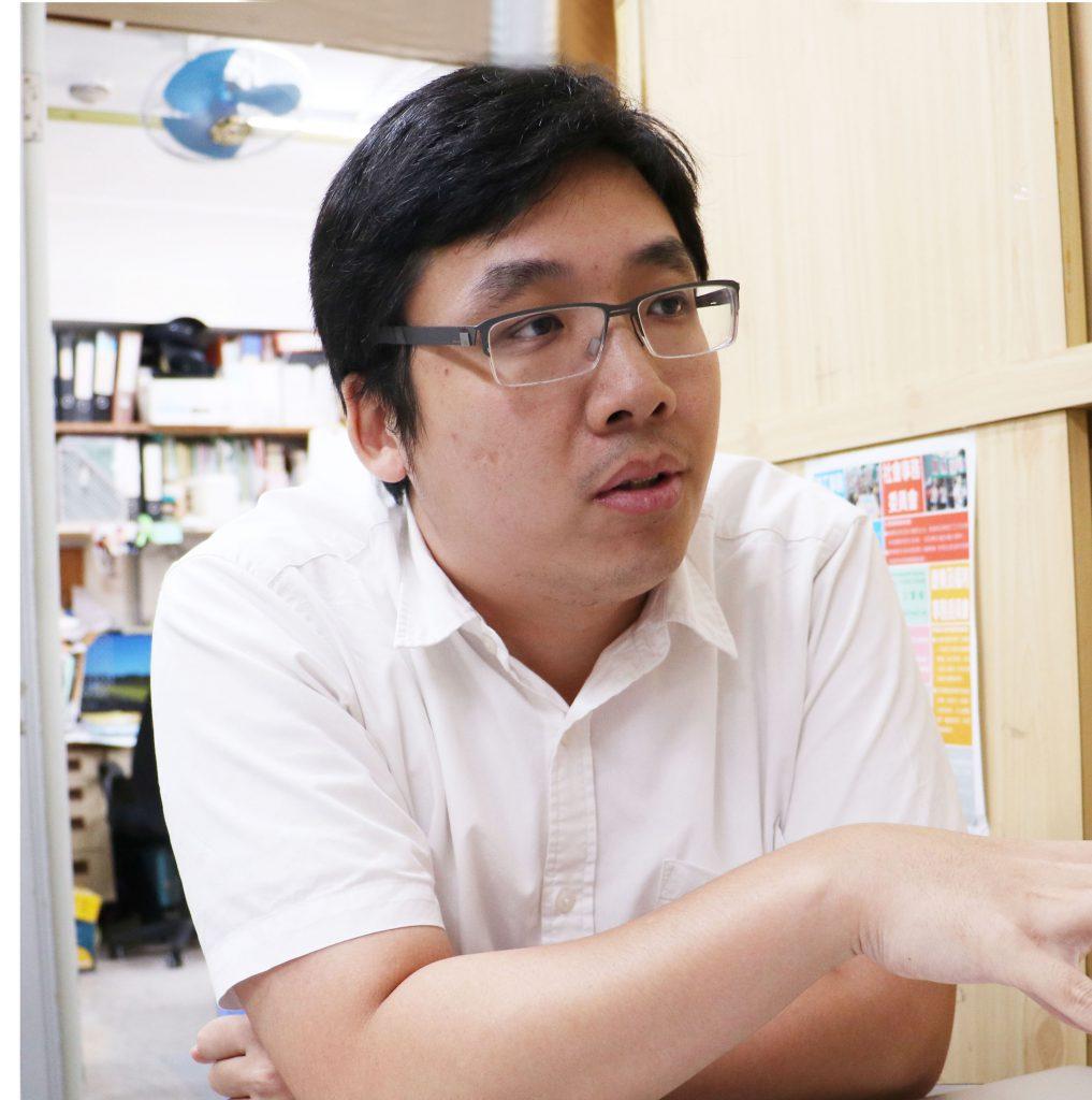 工黨社區幹事趙恩來指地契一般寫明要維持公共空間於良好合理的狀態。(陶雪兒攝)