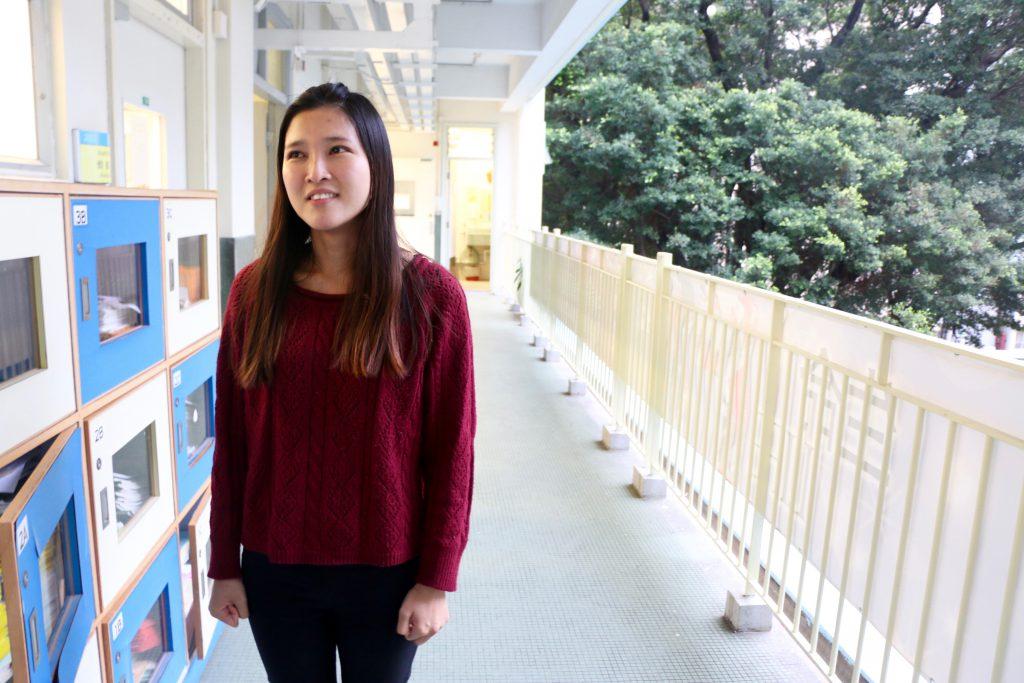 劉曉彤在聖母院書院任教,她坦言自己以前的路走得很辛苦,所以嘗試找與融合教育有關的工作,幫助與她有相同經歷的學生。(呂穎瑤攝)