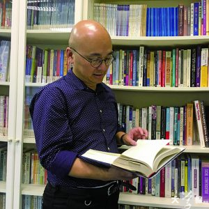 香港通識教育教師聯會主席賴得鐘認為,不少老師有壓力,就算覺得「釘牌」並非易事,都會「多一事不如少一事」,免惹麻煩。(何家朗攝)