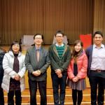 圖左至右分別為:周亦駿、胡翠霞、謝文忠校長、陸駿文、簡慧和葉柏亨老師。六位對戲劇教育的期望相同-老師與學生一起享受舞台。