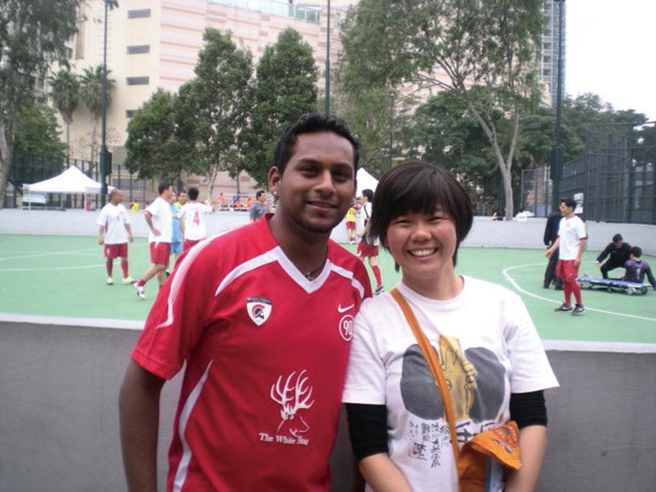 Fermi常為少數族裔青年舉辦足球比賽,Jeff是參加者之一。(受訪者提供)